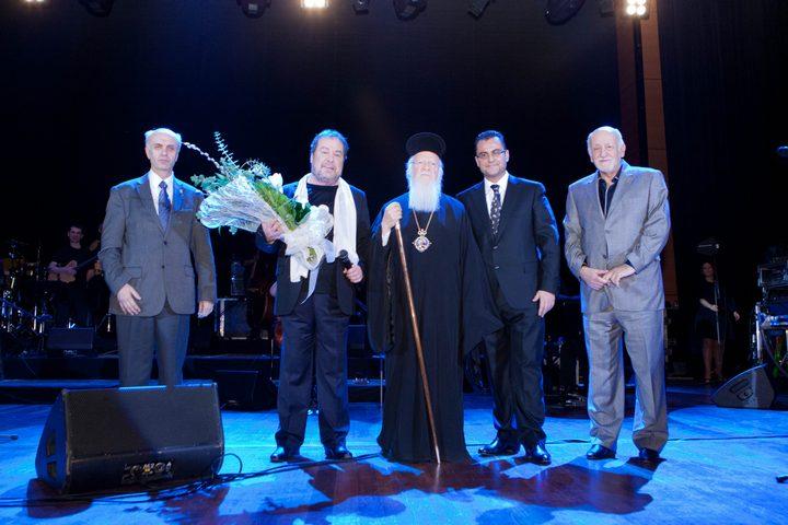 Ο Γιάννης Πάριος και ο Οικουμενικός Πατριάρχης Βαρθολομαίος, με τον Νίκο Καλαμάρη και συνεργάτες του