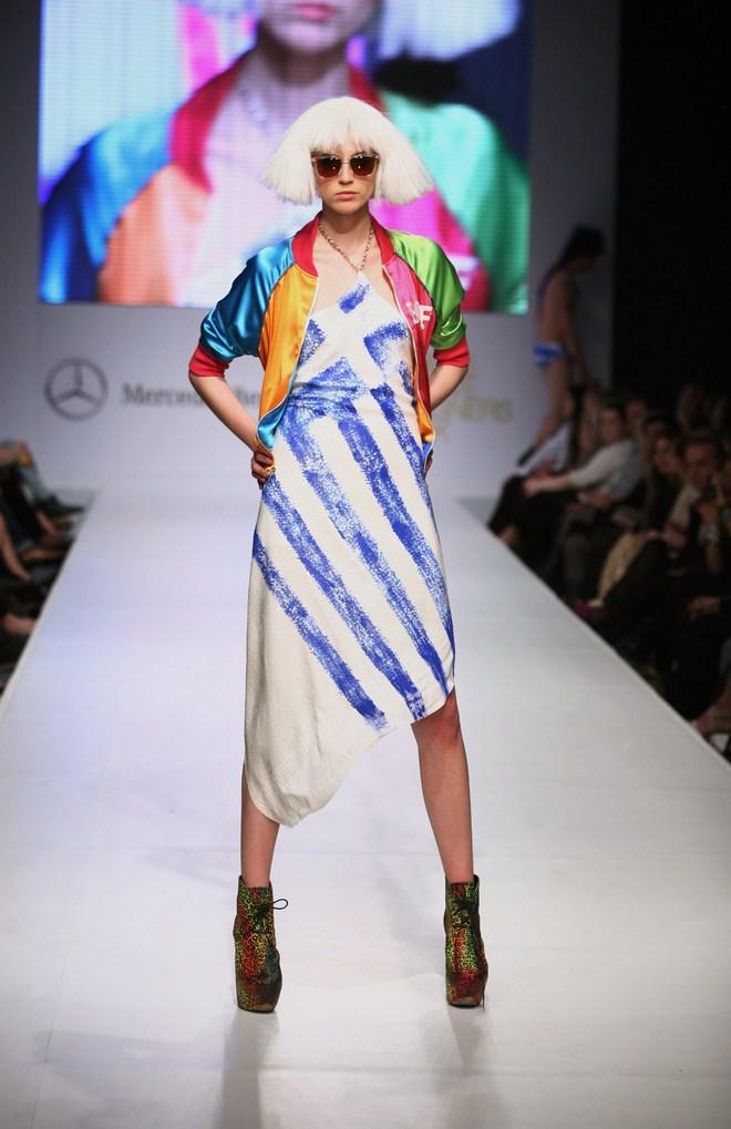 Το φόρεμα-Ελληνική Σημαία της Patricia Field