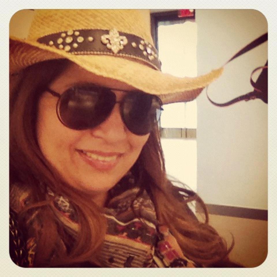 """Η Σαμάνθα Αποστολοπούλου μοιράζεται τη πολύχρωμη καθημερινότητα της με τους φανατικούς αναγνώστες της στήλης της """"Majenco's point of view"""", στο queen.gr"""