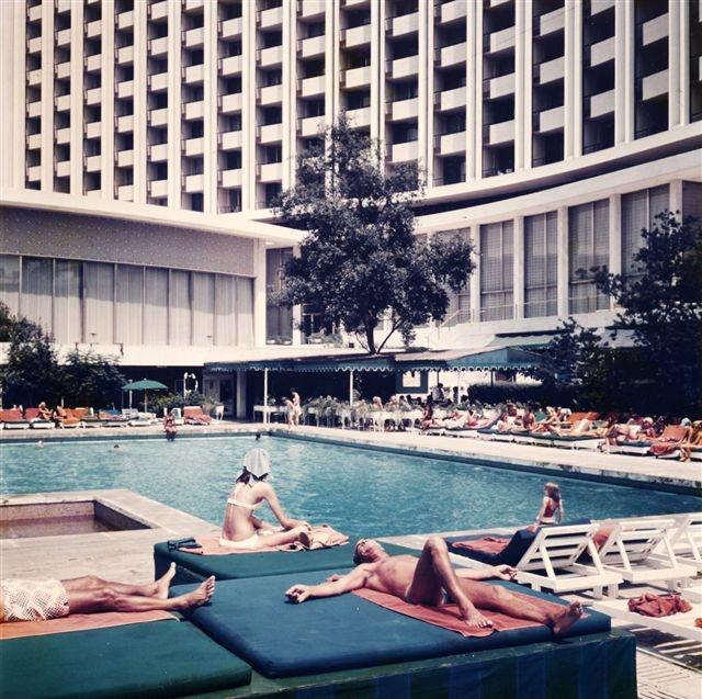 H πισίνα του Χίλτον την δεκαετία του 1970...