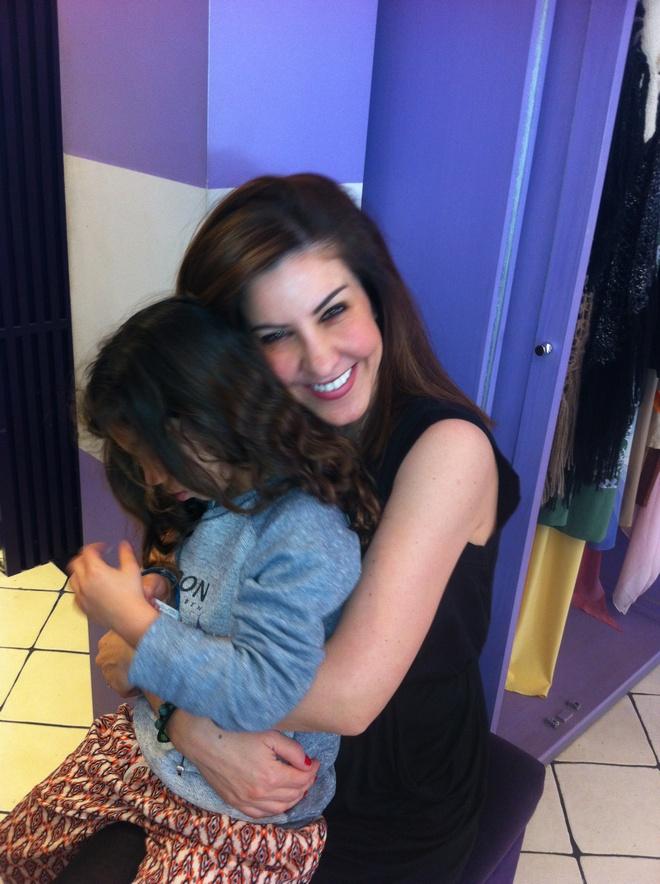 H Ελμίνα στην αγκαλιά της Ίλιας Παπαλέξη