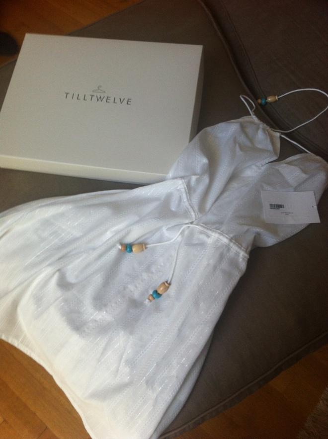 To απόλυτο καλοκαιρινό φόρεμα που σας έλεγα! Όλα της τα φορέματα έφτασαν μέσα σε απίθανες συσκευασίες και γκρο φιόγκους από την tilltwelve.com