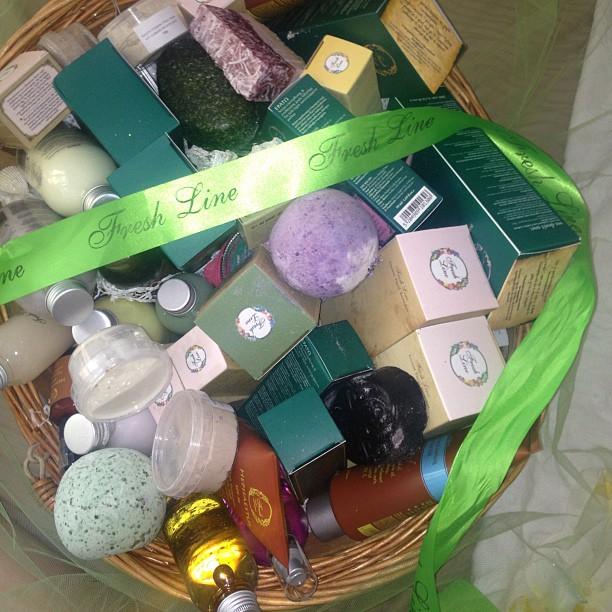 To απόλυτο δώρο: Ένα basket γεμάτο τα φυσικά, χειροποίητα καλλυντικά της Fresh Line...