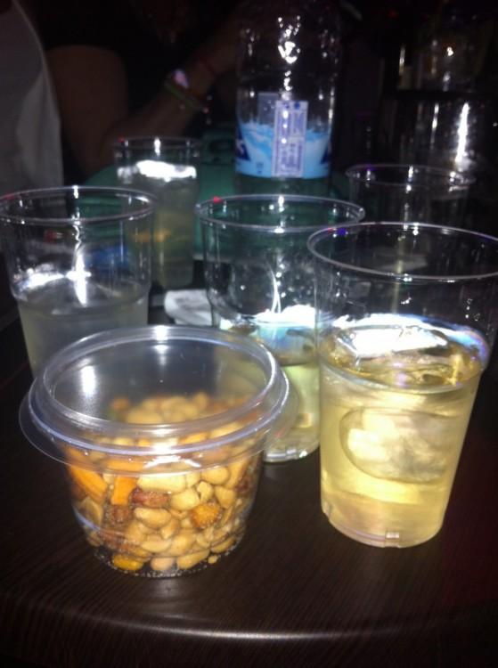 Τα πλαστικά ποτήρια μας με τα ...ξηροκάρπια...