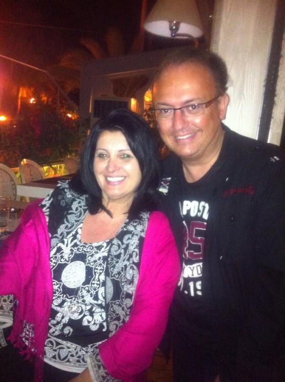 Η ιδιοκτήτρια του Remezzo , Άννα Ζαχαριάδη με τον Γιάννη Καζανίδη