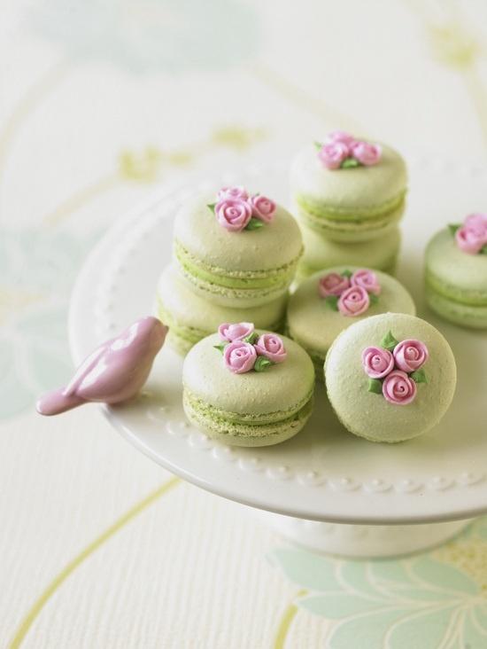 Macarons σε κάθε γεύση και χρώμα, θα δόσουν τη δική τους νότα στο πάρτι σας