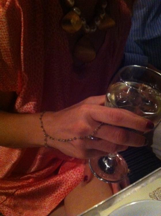Το ring-bracelet της Βανέσσας, το must του καλοκαιριού...
