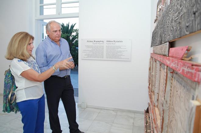 Η Ιστορικός Τέχνης και καθηγήτρια του Harvard, Ιόλη Καλαβρέζου με τον Σπύρο Σπυρίδων