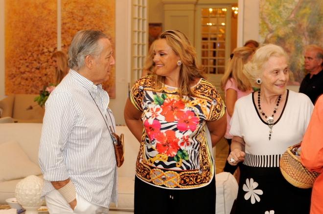 Ο Κώστας Σουγιουλτζόγλου με την Μαρία Κύρου και την μητέρα της, Όλγα Μπαλοδήμου