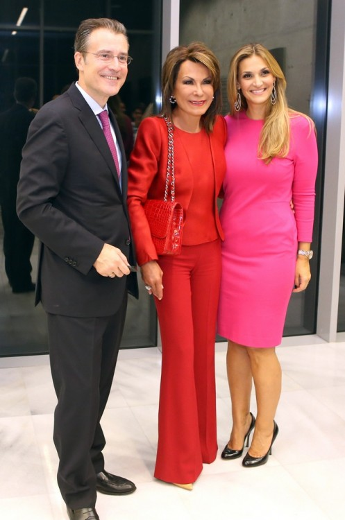 Επί της υποδοχής, ο Νικόλας και η Ελίνα Μπακατσέλου