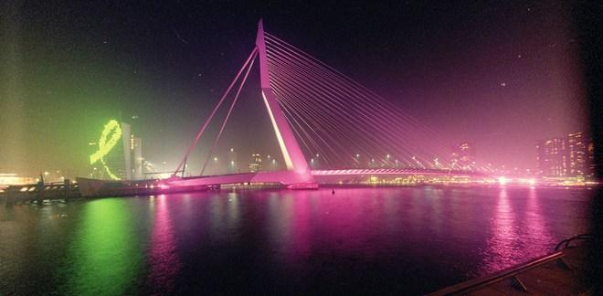 Erasmusbrug Pink...