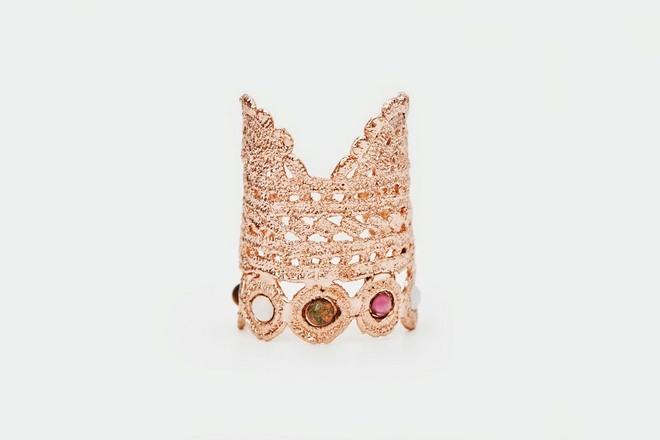 Από την σειρά Lace with Stones...