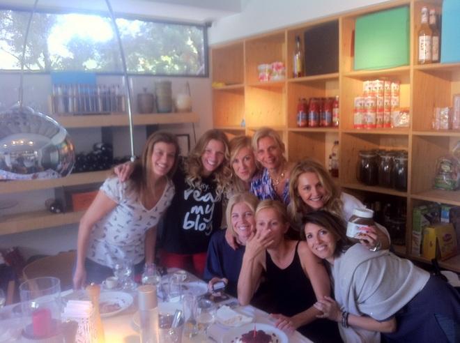 Μαριλίτα Διονυσίου, Βιβή Μπασινά, Έφη Παπαδοπούλου, Σάντυ Γεωργακοπούλου, Έρρικα Αγιοστρατίτη, Βίλλυ Θεοφάνους, Ιωάννα Μουτσίδη, Μαριάννα Ψάλτη