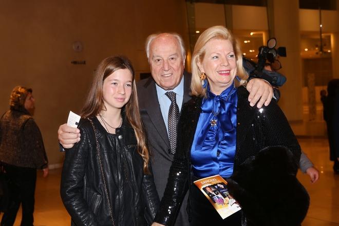 Ο Γιάννης και η Βίκυ Φιλίππου με την εγγονή τους