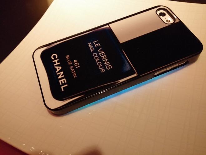 Το κινητό της Χρυσάνθης...