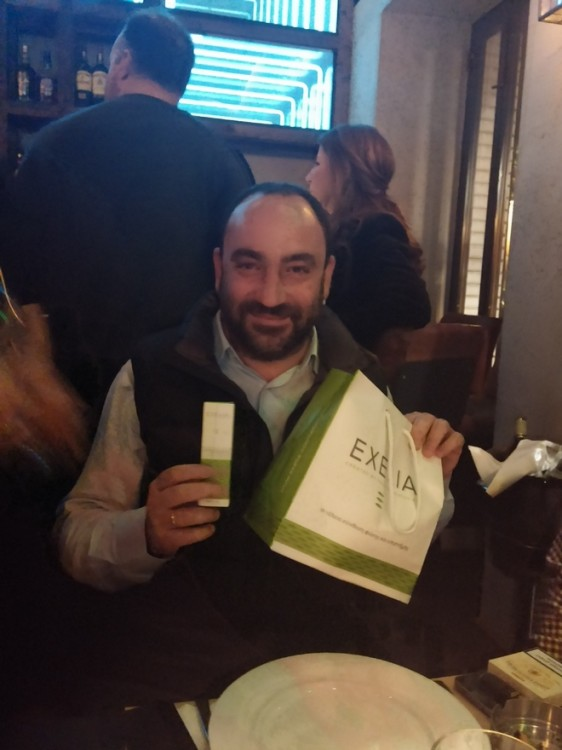 O Nικόλας στο Name Day Dinner του μεταξύ άλλων ενθουσιάζεται με τα Exelia!
