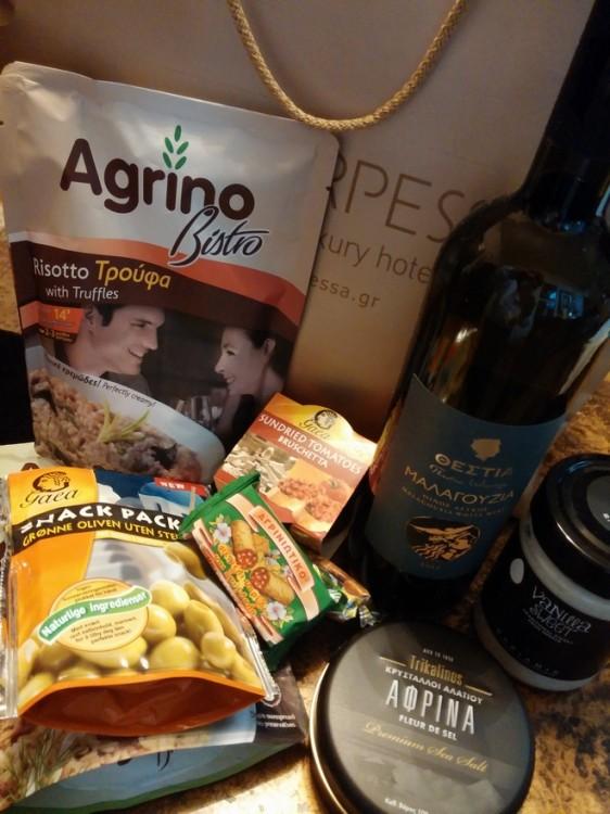Tα υπέροχα προϊόντα της Gaea που έτσι κι αλλιώς τα έχουμε συνέχεια σπίτι μας: Sundried Tomatos bruschetta, και snack pack με εξαιρετικές ελιές! Rissoto with Truffles & Πιλάφι με Μανιτάρια από την Agrino, Μαλαγουζιά από την Θεστία, Αγρινιώτικα Μπακλαβαδάκια...