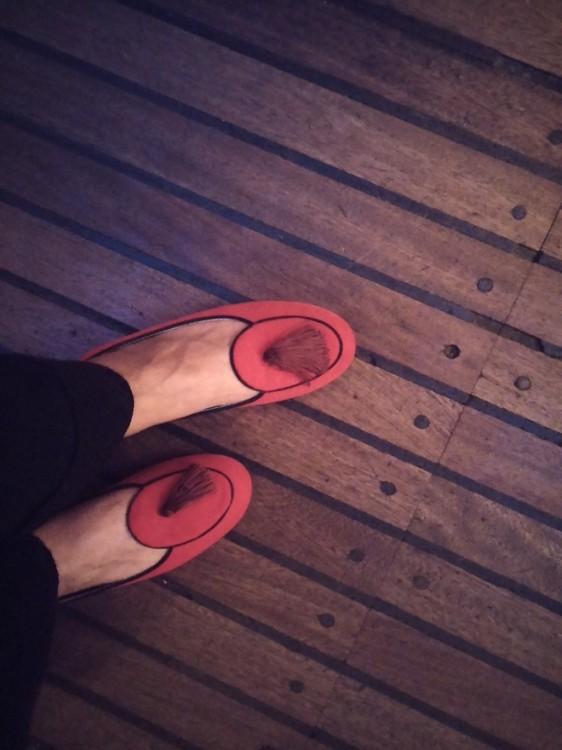Τι άλλα παπούτσια θα φορούσα εδώ από τα κόκκινα βελούδινα sleepers μου;
