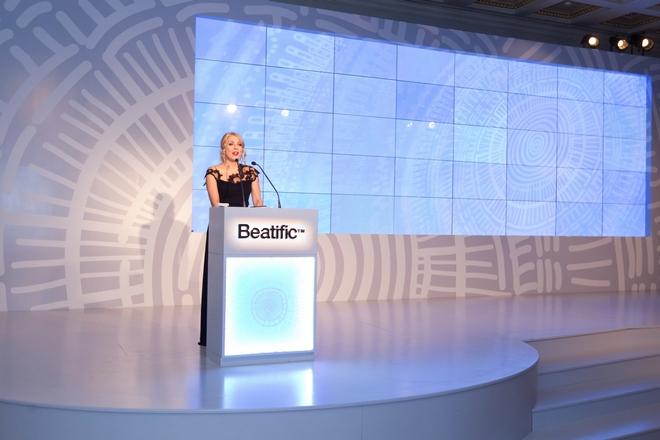 Η Σμαράγδα Καρύδη παρουσίασε την σειρά των καλλυντικών Beatric