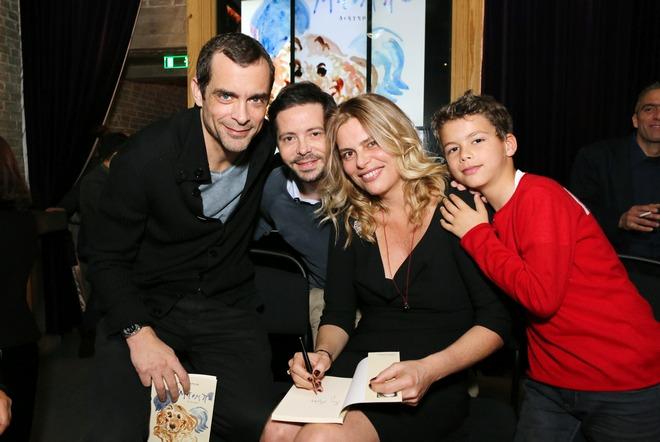 Κωνσταντίνος Μαρκουλάκης, Χρύσανθος Πανάς, και η Αριάν Λαζαρίδη με τον γιο της. Προχθές, στο Salon de Bricolage...