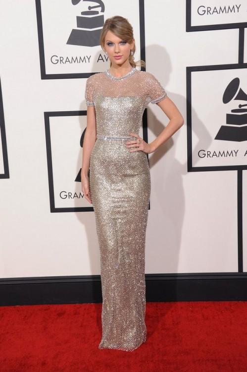 Χρυσή Gucci τουαλέτα  επέλεξε η Taylor Swift.
