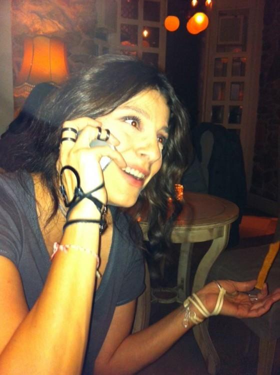 Η Πόπη Τσαπανίδου με τα κοσμήματα που επέλεξε...