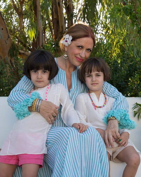 H Καλλιόπη Καρβούνη με τις δύο κόρες της σε μία amazing bohemian στιγμή τους...