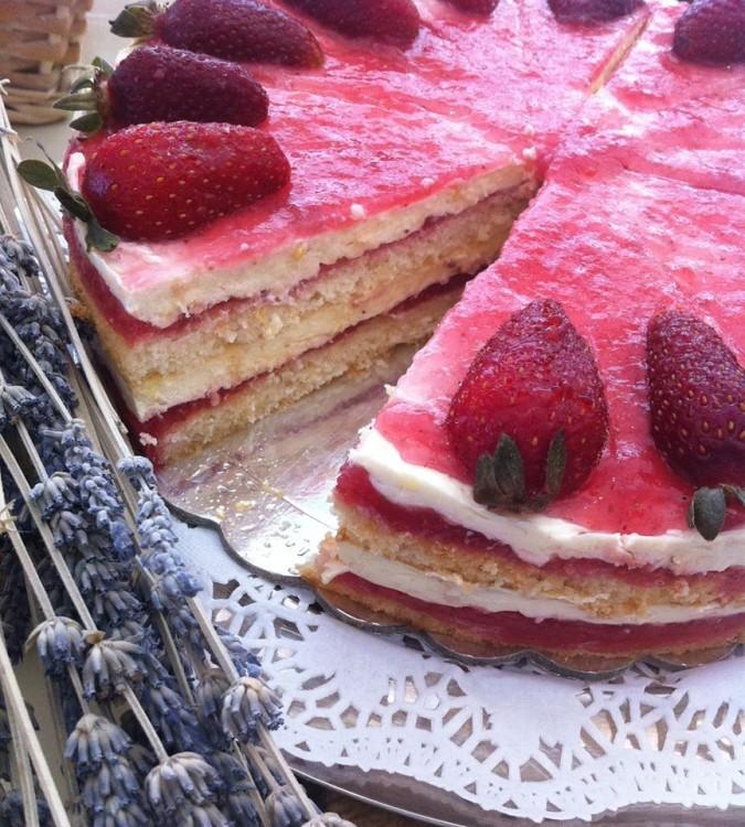 Η talk of the town Πάστα Φλώρα του Melo Little Bakery...