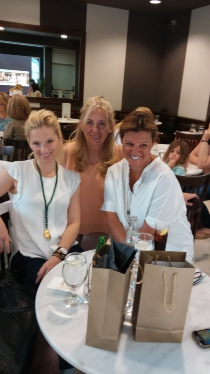 Με την Βανέσσα Γερουλάνου και την Rose Michailides