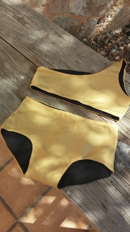 Assymetric Bikini Gold/Black