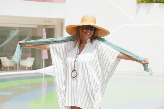 Πουκαμίσα της See you Klio με ανοιχτή την πλάτη, συνδυασμένη με Jame Crystal necklace της Vanile on the Rock by Vanessa Geroulanos. To παρεό μου είναι από την Συλλογή Emmanuela's Swimwear '14 της Εμμανουέλας Λύκου, ενώ το καπέλο το απέκτησα σε διακοπές στη Σύμη...