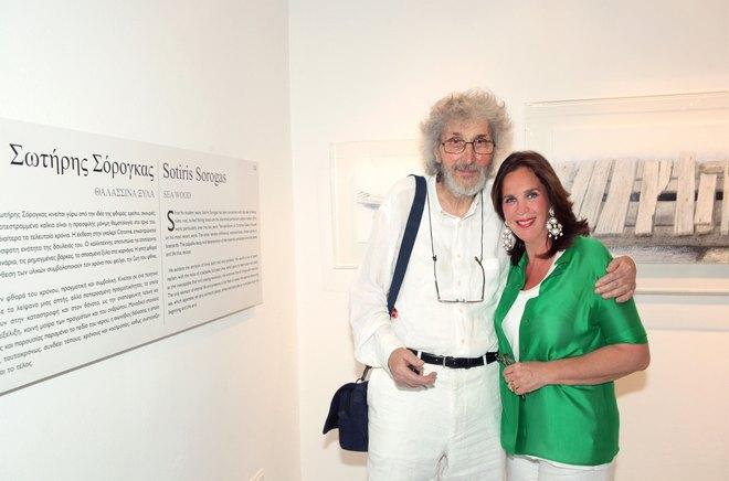 Ο Σωτήρης Σόρογκας με την διευθύντρια της Γκαλερί και κριτικό Τέχνης, Τατιάνα Σπινάρη Πολλάλη
