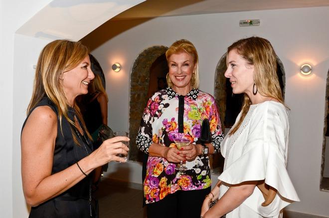 Μαρέβα Γκραμπόφσκι, Άντζελα και Χριστίνα Πλακόπιτα