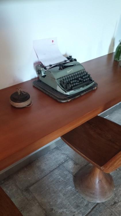 Γραφομηχανή....Αν όχι εδώ τότε που; Θέλω να την χρησιμοποιήσω τώρα!!!!