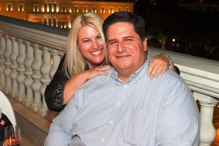 O οικοδεσπότης της βραδιάς, Πάνος Δεληγιάννης με την σύζυγο του, Εύη Φέτση