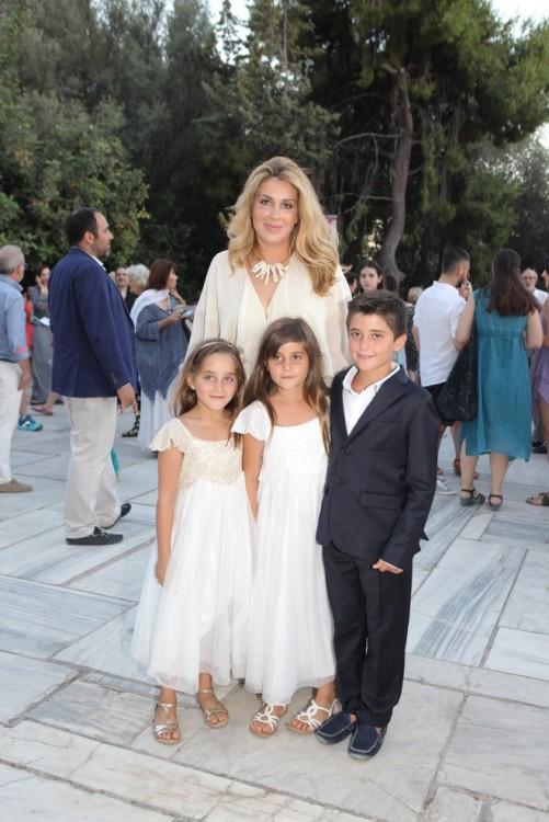 Η Άληστις Πρίνου Μπουκουβάλα με τα παιδιά της