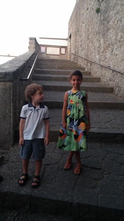 Στα σκαλιά του Μιναστηριού...Γιώργος Τερδήμος-Λούβαρης, Ελμίνα Κατσαρού