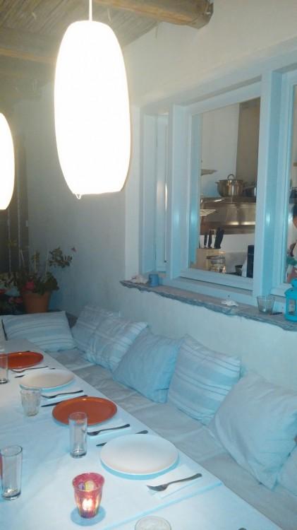 Κομψή τραπεζαρία σε συγκλονιστική Οικία στον Κάμπο, που φιλοξενεί άλλη μία αξέχαστη βραδιά...