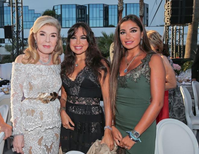 Η κα Μαριάννα Β. Βαρδινογιάννη και οι κυρίες Leyla και Arzu Aliyeva.