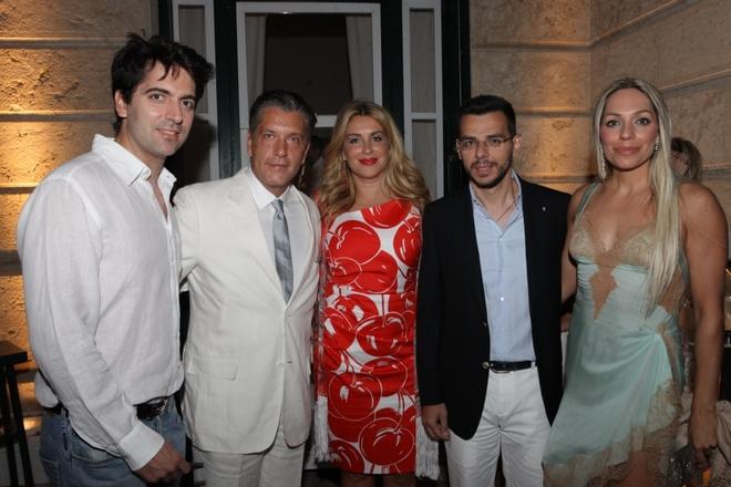 Ο Επίτιμος Πρόεδρος του Lifeline Hellas κύριος Ιωάννης Τρίκαρδος, ο κύριος Βασίλης Αποστολόπουλος, η Δρ. Έφη Αδαμοπούλου, ο Πρίγκιπας Αλέξανδρος και ο Δρ. Ζήσης Μπουκουβάλας, Πρόεδρος του Lifeline Hellas