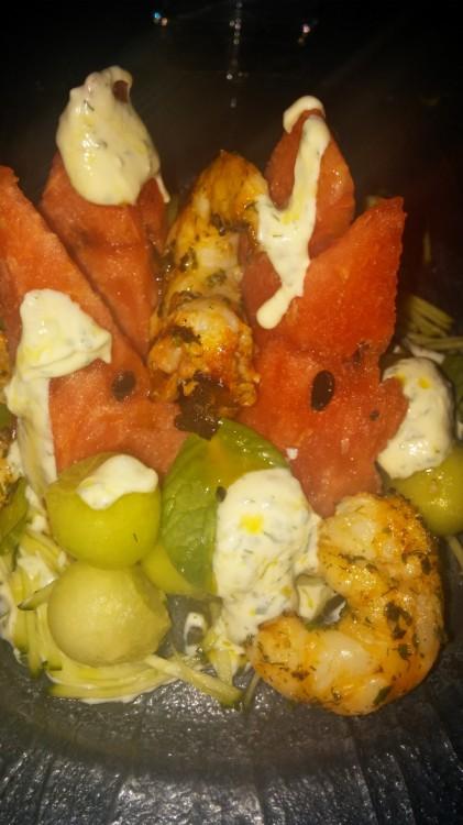 Πεπόνι, καρπούζι, ψητές γαρίδες και γιαούρτι...