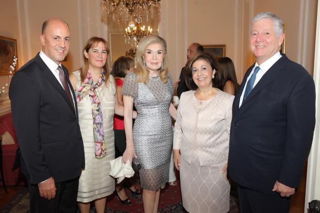 Ο Τούρκος Πρέσβης στην χώρα μας με την σύζυγο του, Kerim και Zeynep Uras, η Μαριάννα Βαρδινογιάννη, η Πριγκίπισσα Αικατερίνη και ο Πρίγκιπας Αλέξανδρος της Σερβίας.
