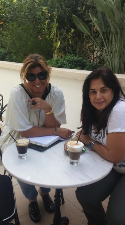 Με την Έφη Έλληνα για τον πρώτο καφέ της ημέρας στον κρυφό κήπο στην καρδιά της Κηφισίας...