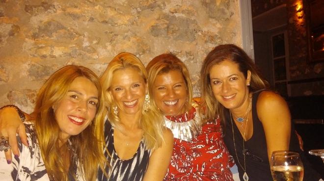 Με τις φίλες μου Σία Ξαναλάτου, Βανέσσα Γερουλάνου και Σαλώμη Φλουτάκου...