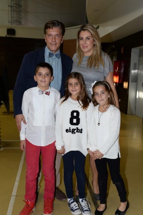 Ο Πρόεδρος του Lifeline Hellas Δρ. Ζήσης Μπουκουβάλας με την σύζυγο του Δρ. Άλκηστις Μπουκουβάλα  και τα παιδιά τους Ελεονόρα, Λυδία και Κωνσταντίνο