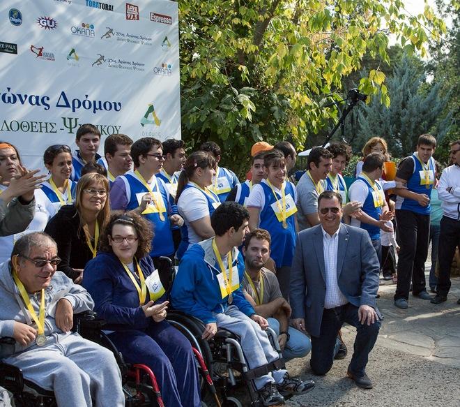 Ο Δήμαρχος Παντελής Ξυριδάκης απονέμει τα ΑΜΕΑ από την Εστία, το Ίδρυμα Θεοτόκος, το Κέντρο Ειδικών Ατόμων Χαρά, και την Εταιρεία Προστασίας Σπαστικών