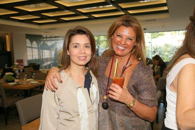 Με την Αθηνά Τσάγγαρη, Τόσο φίλες, που ήρθε μαζί μας στο...Honeymoon μου!!!