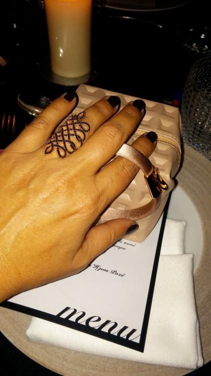 Επιλέγω να φορέσω ένα από τα κορυφαία δαχτυλίδια της φετινής συλλογής της Vanile on the Rock που υπογράφει η Βανέσσα Γερουλάνου