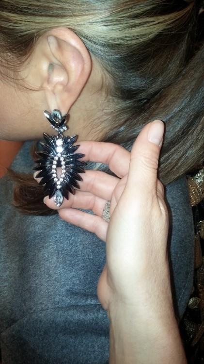Η Γιασμίν επιλέγει earrings από το Heaven on Earth...