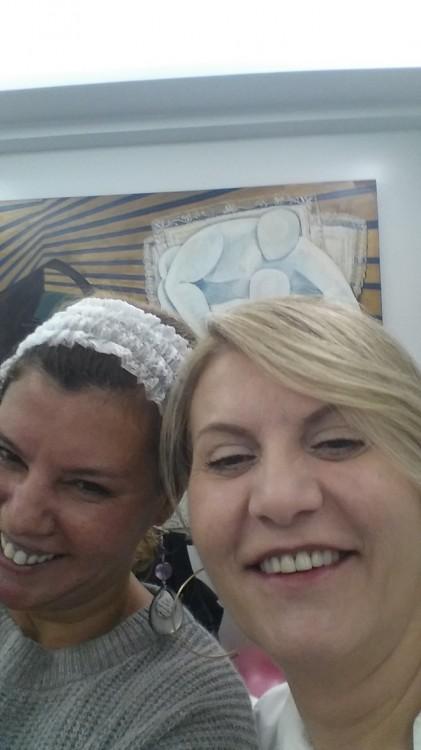 Μία selfie με την Μαρία Παπαθανασίου αμέσως μετά το τέλος της θεραπείας! Ελάχιστο πρίξημο, σχεδόν καθόλου κοκκινίλες! Αφού έδειξε έτσι το πρόσωπο της η Μενούνος, ποια είμαι εγώ να το κρύψω? Happy, happy, happy!!!
